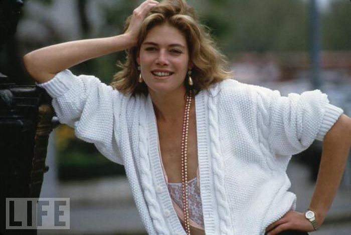 The Hottest 80s Girls Then and Now (62 pics)