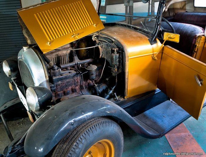 Abandoned Retro Car Museum in Japan (34 pics)