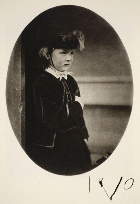 Children of the Past (22 pics)