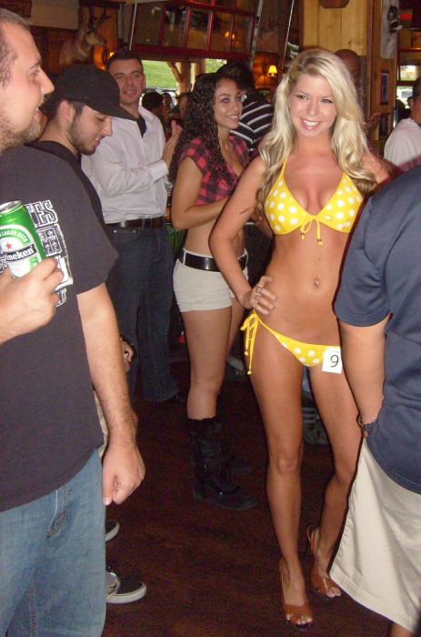 Twin Peaks Bikini Contest (20 pics)