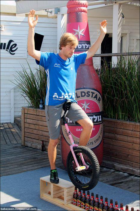 Awesome Monocycle Skills (24 pics)