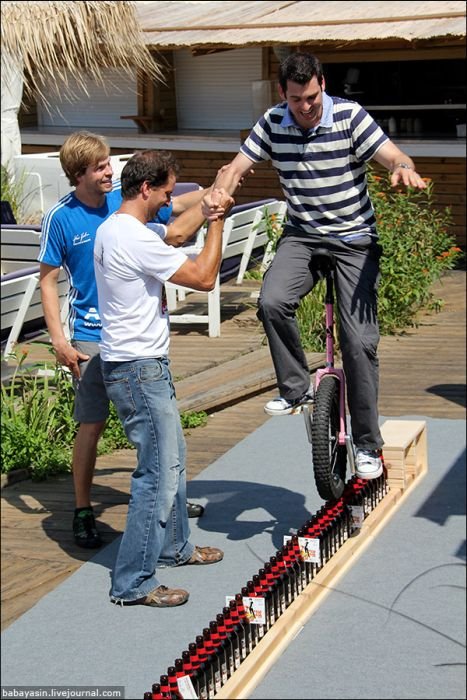 Awesome Monocycle Skills (24 pics)
