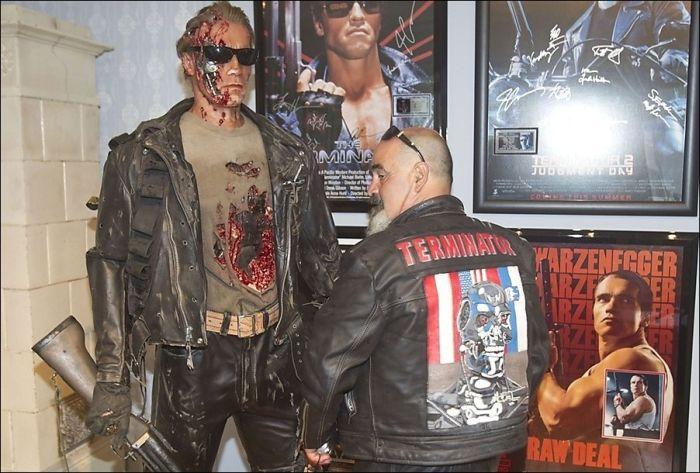 Arnold Schwarzenegger Visited Arnold Schwarzenegger Museum (12 pics)
