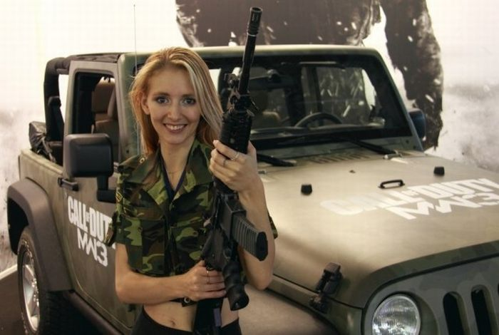Russian Girls at the Exhibition of Interactive Games 'IgroMir-2011′  (28 pics)