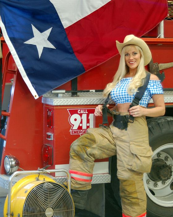 Female Firefighters (48 pics)