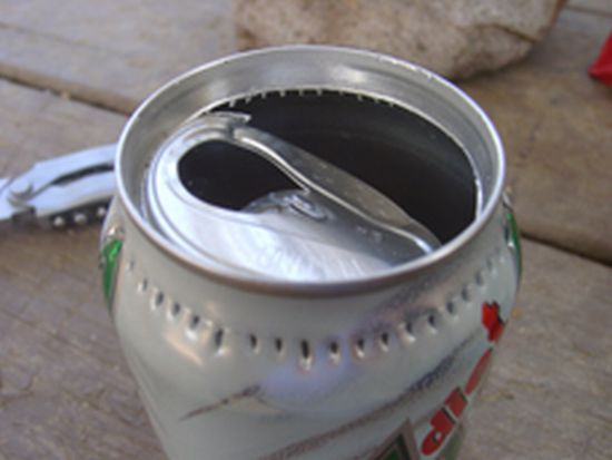 How to Make a Camping Stove out of a Can (11 pics)