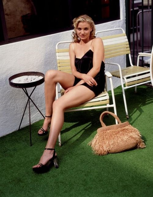 Actresses With Amazing Legs (20 pics)