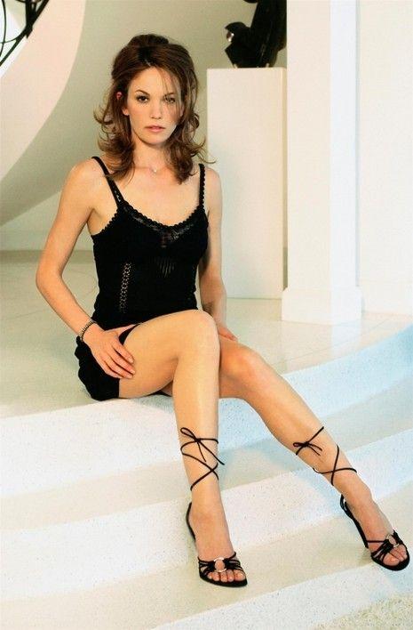 Actresses With Amazing Legs (20 pics)