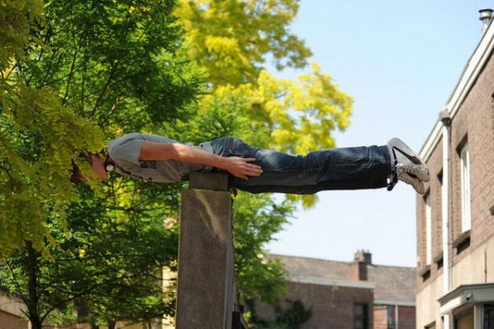 Bizarre Planking Positions (16 pics)