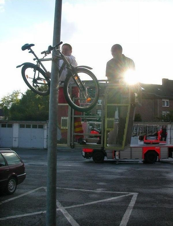 Bicycle Prank (3 pics)