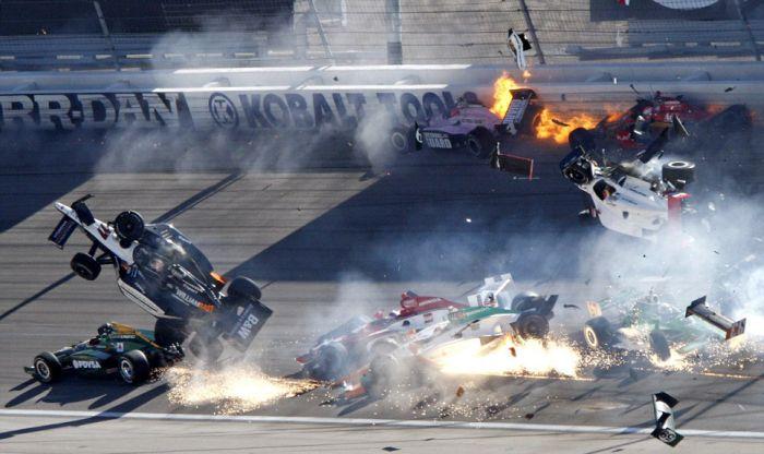 Dan Wheldon's Last Crash (21 pics + video)