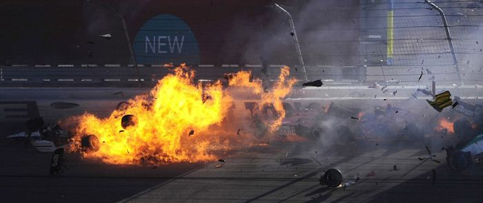 Dan Wheldon's Last Crash (21 pics + video)