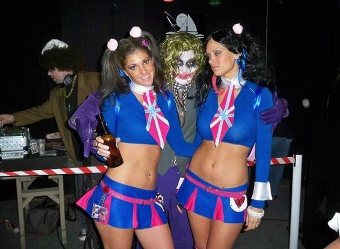 College Girls at Halloween Parties (98 pics)