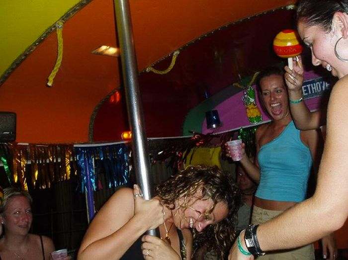 Drunk Girls and Poles (82 pics)