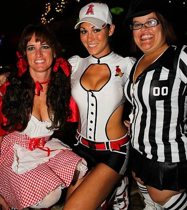 Playboy's Haunted Mansion Party (102 pics)