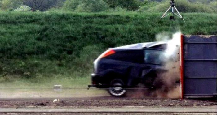 World's Fastest Crash Test (5 pics + video)
