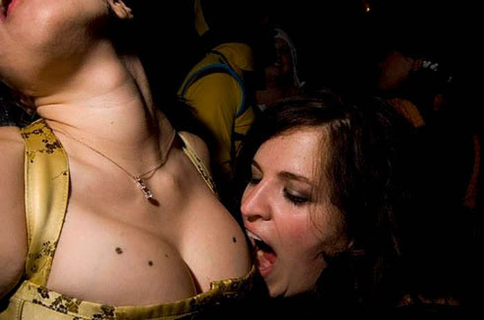 Drunk Girls on Halloween (62 pics)