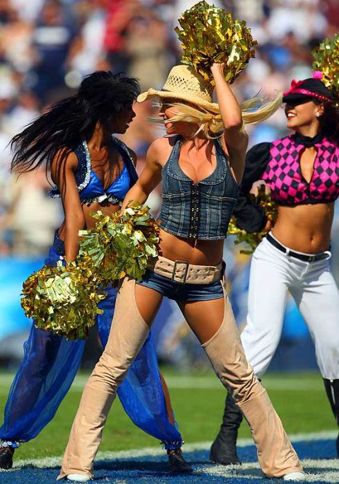 Hot NFL Cheerleader Costumes (79 pics)