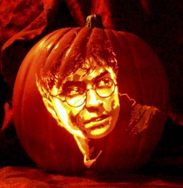 Realistic Pumpkin-Carved Portraits (8 pics)