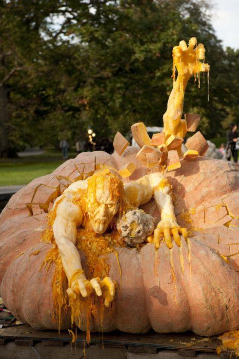 World's Largest Pumpkin Carving (8 pics)
