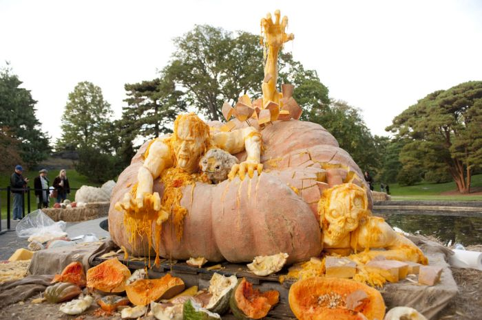 World's Largest Pumpkin Carving (8 pics)