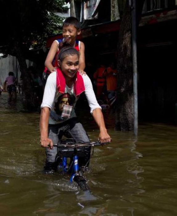 Monsters on the Run after Severe Flooding in Thailand  (24 pics)