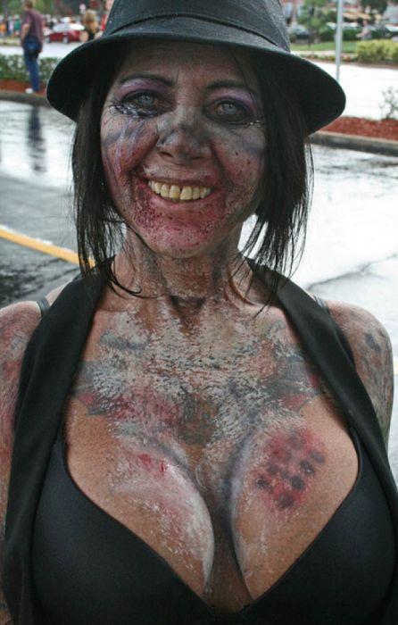 Sexy Zombie 26