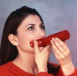 Lip Pump Makes Girl's Lips Bigger (4 pics + video)