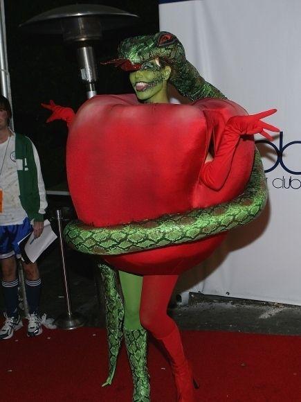 Heidi Klum's Halloween Costumes  (9 pics)