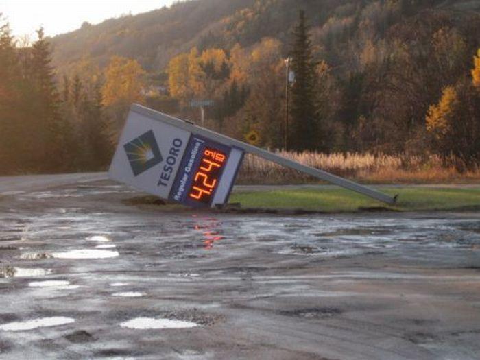 Strange and Funny Warning Signs (29 pics)