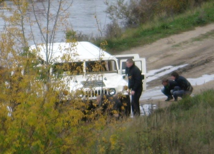 Hummer Couldn't Cross a River (5 pics)