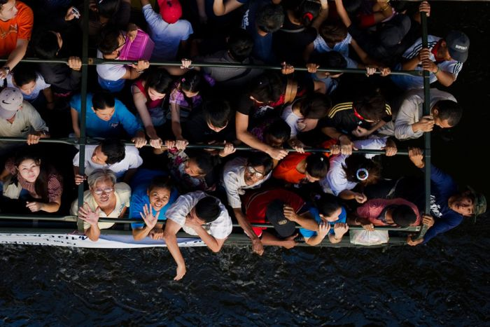 Means of Transportation in Flooded Thailand (19 pics)