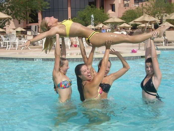 College Cheerleaders on Spring Break (78 pics)