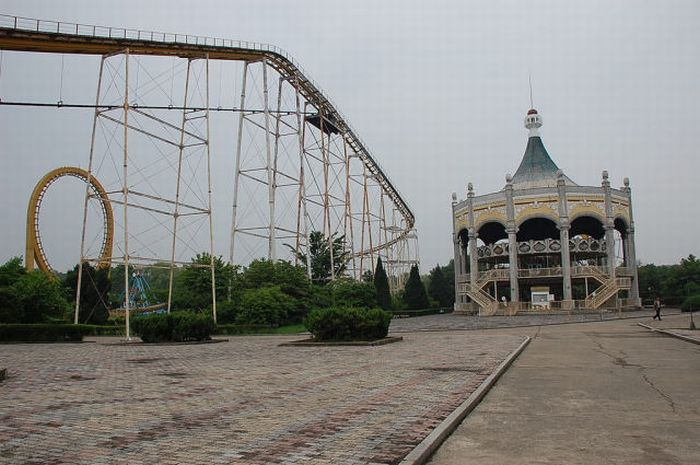 Amusement Park in North Korea (27 pics)