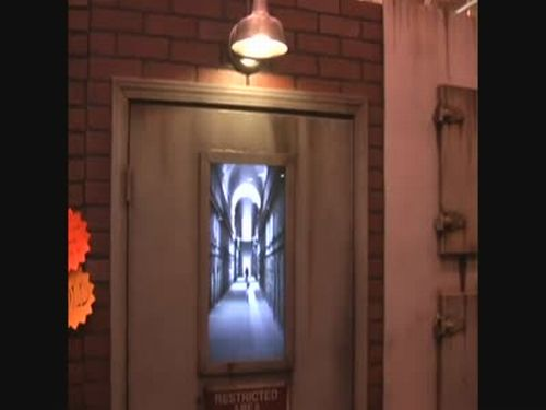 Incredible Halloween Door Illusion
