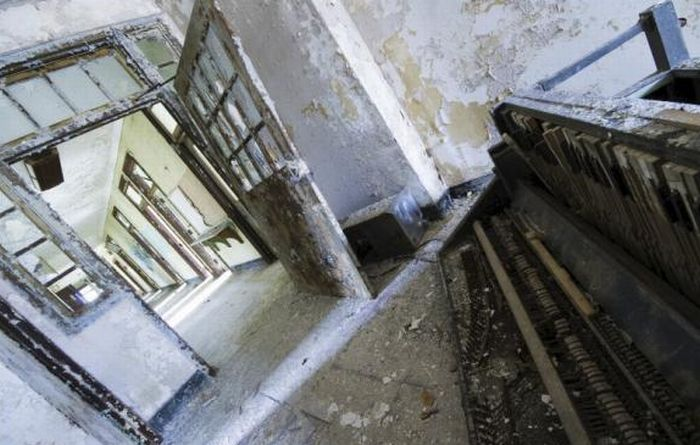 Inside New Jersey's Abandoned Mental Asylum (16 pics)