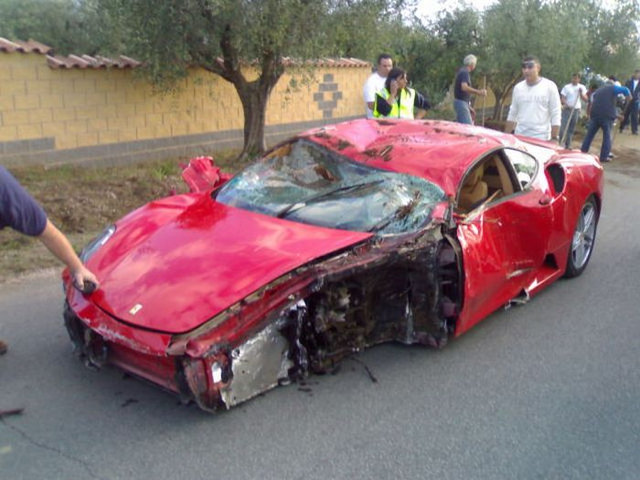 Crashed Ferrari F430 (13 pics + video)