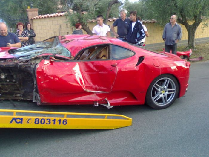 Crashed Ferrari F430 (13 pics + video)