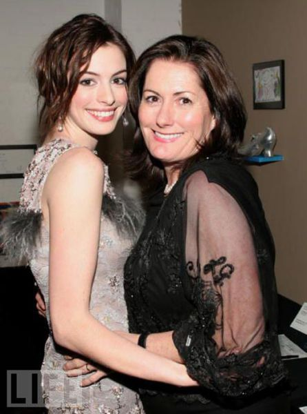 Celebrities and Their Mothers (32 pics)