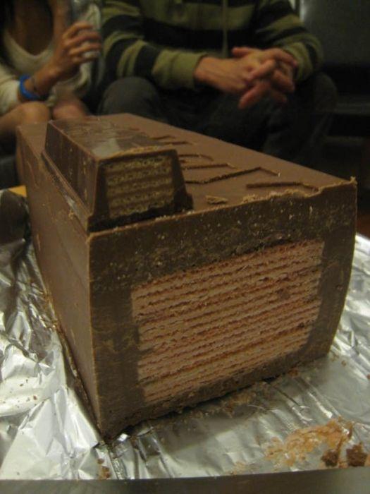 The Making of a Huge Kit Kat (10 pics)