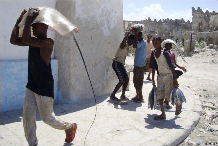 Fishers in Somalia (30 pics)