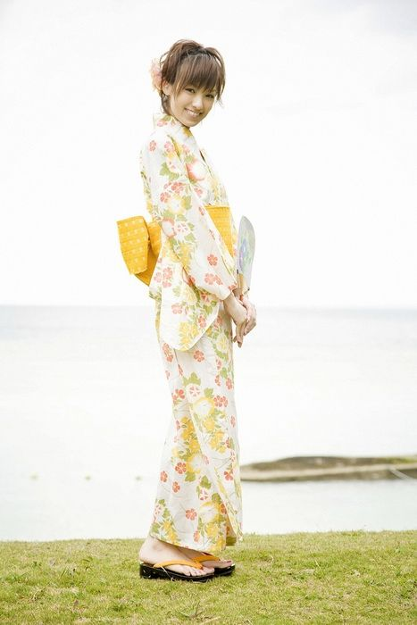 Japanese Girls in Kimono (24 pics)