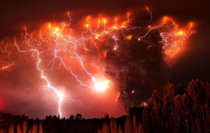 Volcano Lightning (15 pics)