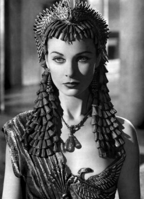 Women Who Played Cleopatra (14 pics)