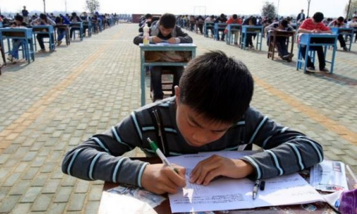 How They Fight Cheating in Chinese Schools (3 pics)