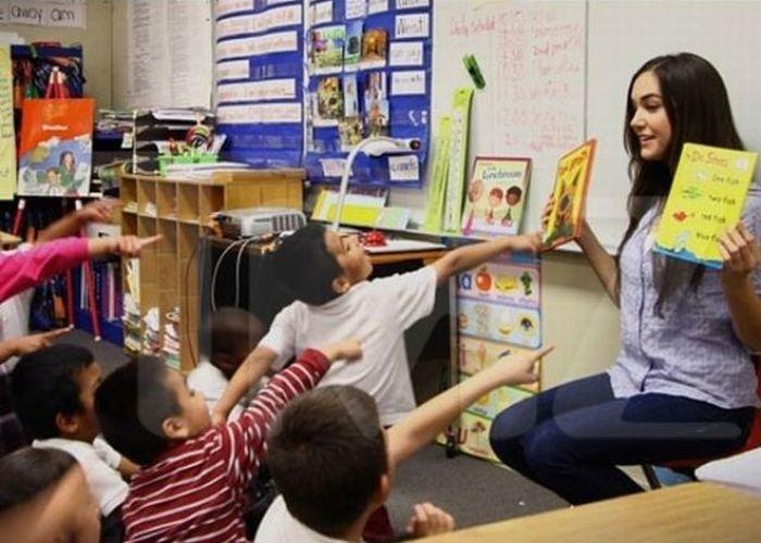 Sasha Grey at Emerson Elementary School (10 pics)