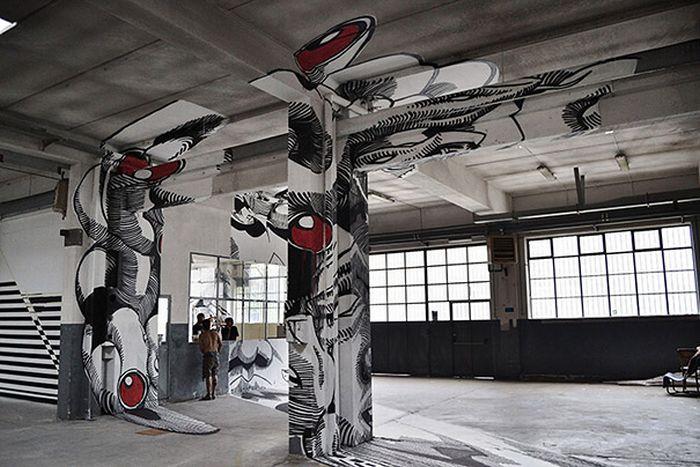 Medusa Inside an Old Factory (6 pics)