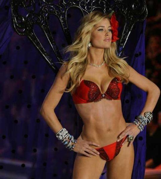 2011 Victoria's Secret Fashion Show (39 pics)