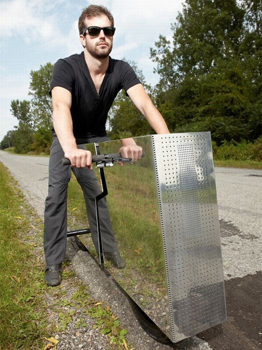Invisible Motorcycle (9 pics)