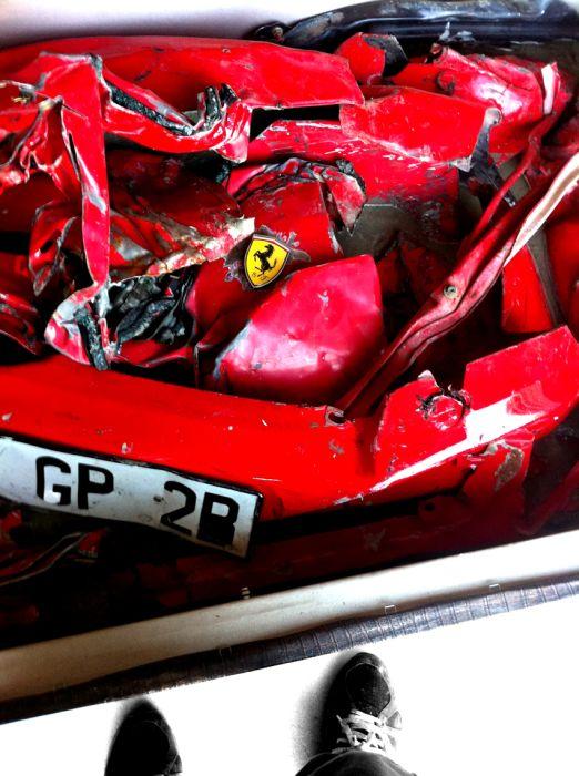 Crashed Ferrari Table (12 pics)
